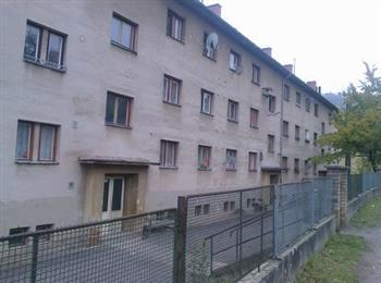 podíl na společných částech domu a pozemku